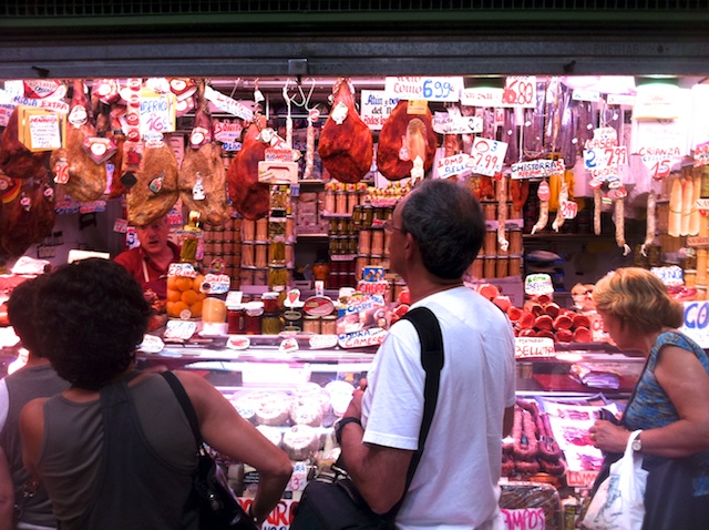 Un puesto en el mercado municipal de Logroño